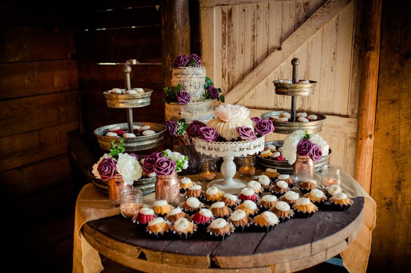 winkphotography-priest-river-idaho-newport-on-locatin-family-in-studio-wedding-rustic-venue-brother-queen-4805