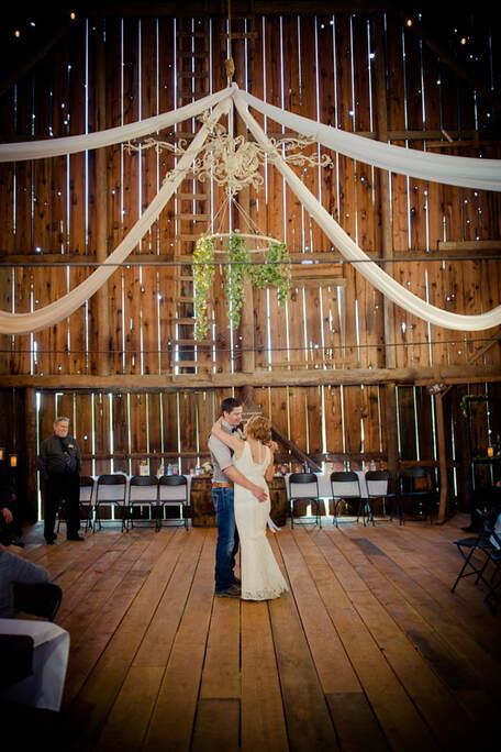 winkphotography-priest-river-idaho-newport-on-locatin-family-in-studio-wedding-rustic-venue-brother-queen-5103